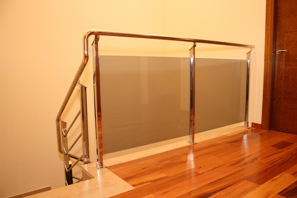Thpcerrajeros sl barandilla acero inoxidable con vidrio - Barandillas de cristal y madera ...